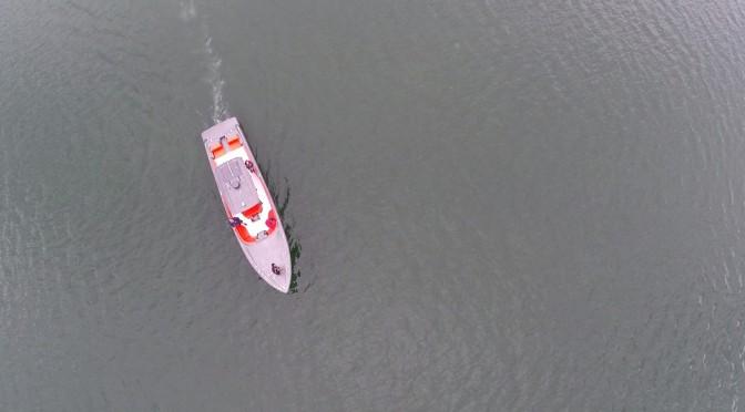 Luftaufnahme von Motorboot