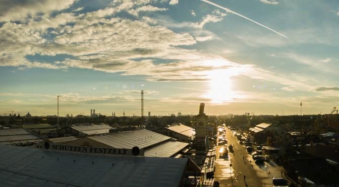 Die Wiesn in München ein Tag vor Eröffnung des Oktoberfestes 2014