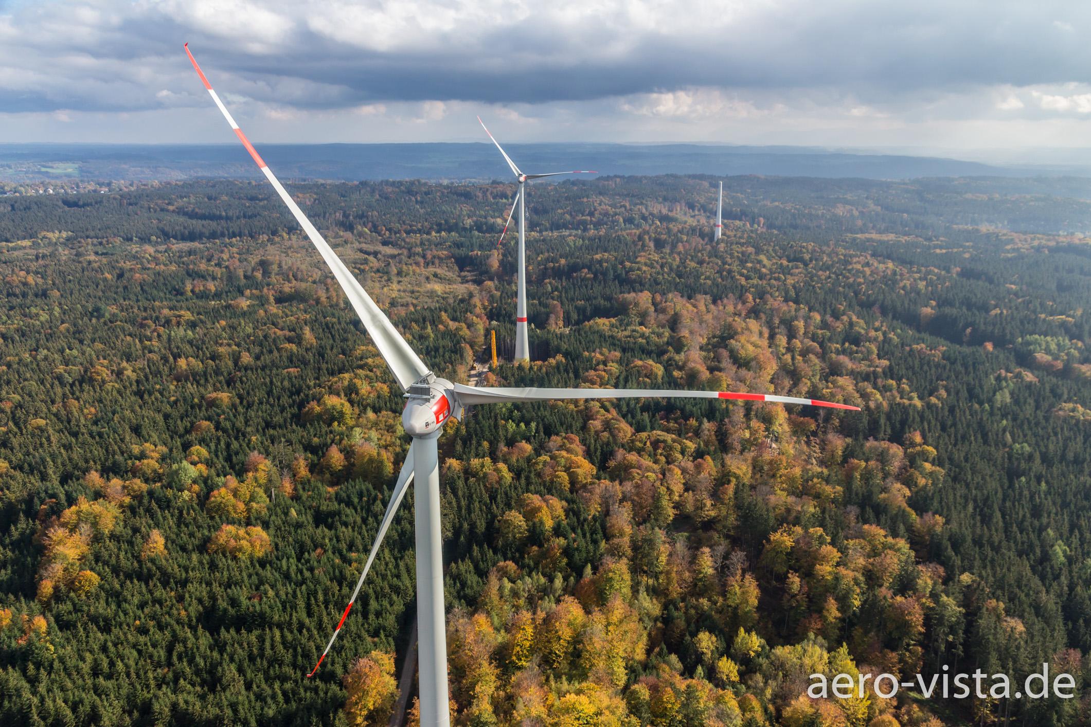 Windräder fotografiert von Kameradrohne, Gemeinde Berg, Starnberg