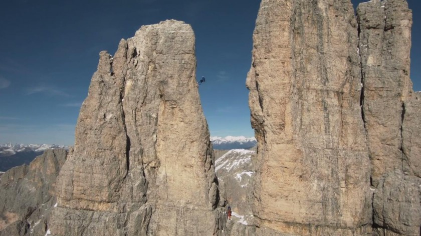 Kameradrohne filmt Marius am Vajolet-Turm