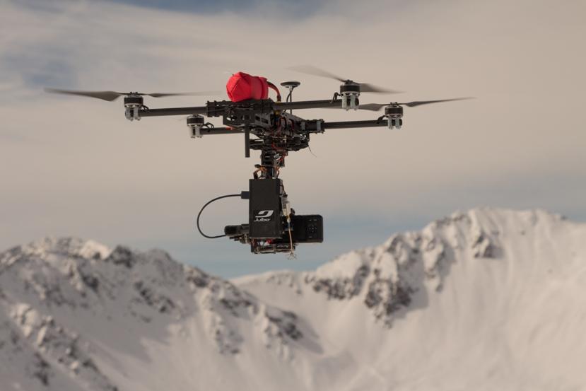Quadrocopter für alpine Luftaufnahmen unter Extrembedingungen