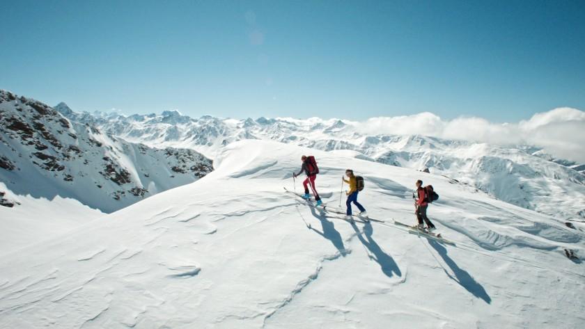 Quadrocopter Luftaufanhme Berge Davos Schweiz