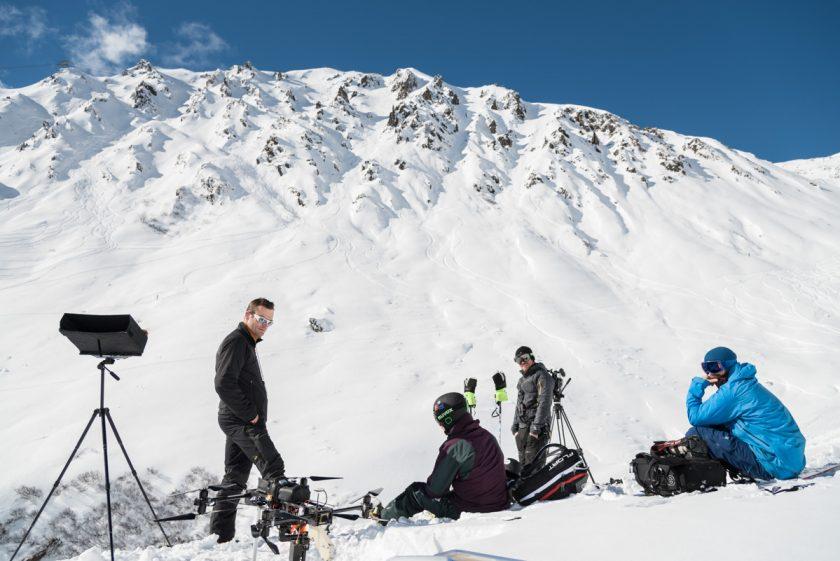 Sven und Oktokopter von Aerovista mit der Filmcrew von Characters on Skis im Zillertal