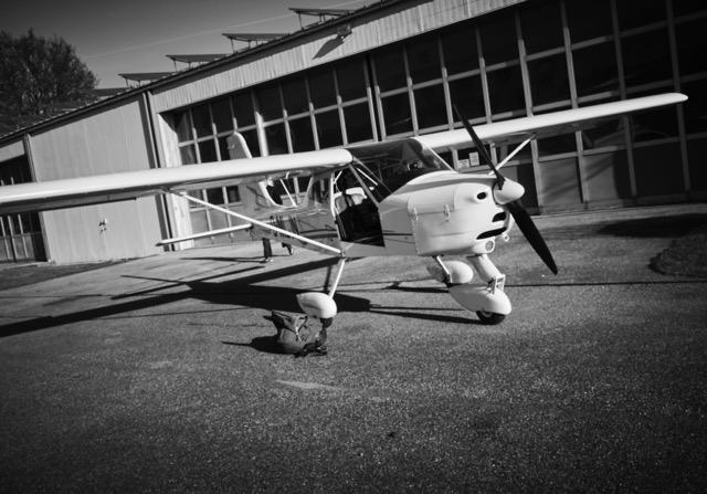 Flugzeug für Foto-Aufnahmen aus großer Höhe
